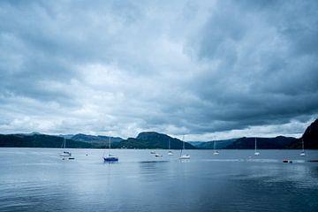 Wachten op de regen   zeilboten in Schotland   reisfotografie van Mariska Scholtens