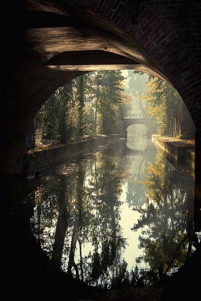 De Paulusbrug in Utrecht over de Nieuwegracht in de Herfst (1) van De Utrechtse Grachten