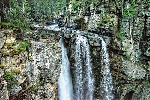 Upper Falls ..... van