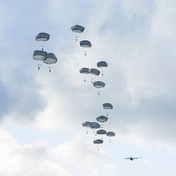 Paratroepen aan de Hollandse hemel sur Tim Wong