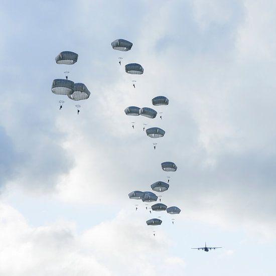 Paratroepen aan de Hollandse hemel