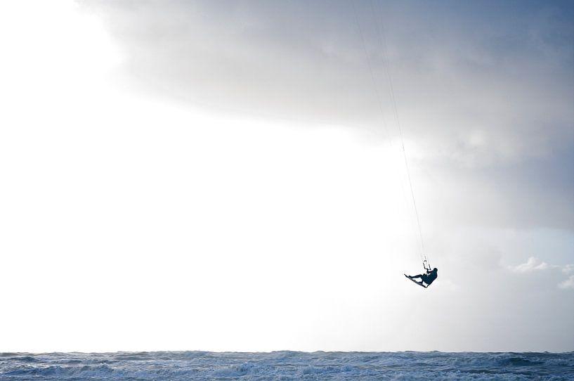 kite-surfer jump  van Jan Klomp
