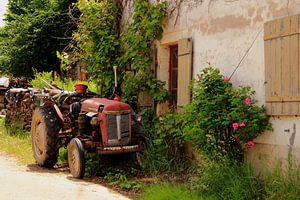 Boerenerf met tractor in Fontenay, Frankrijk