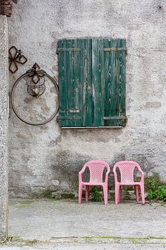 Pinke Stühle von Andreas Müller