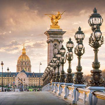 Pont Alexandre III, op de achtergrond de kathedraal van Invalides, Parijs van Christian Müringer