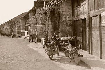 Vintage Motorräder, China von Inge Hogenbijl