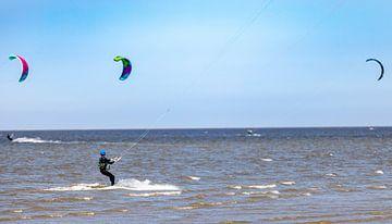 Kitesurfer in actie van Percy's fotografie