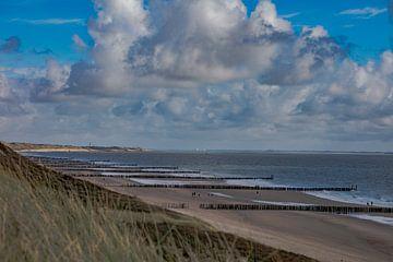 zoutelande beach met blauwe lucht van anne droogsma
