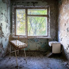 Entbindungszimmer im verlassenen Krankenhaus. von Roman Robroek