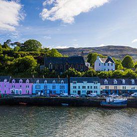 Bunte Häuser Hafen Portree Schottland von Peter Haastrecht, van