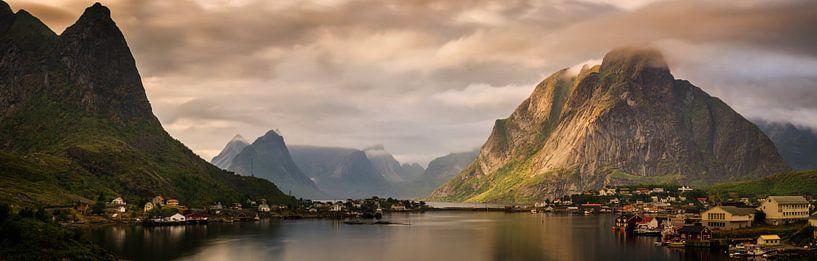 Reinefjorden sunset panorama van Wojciech Kruczynski