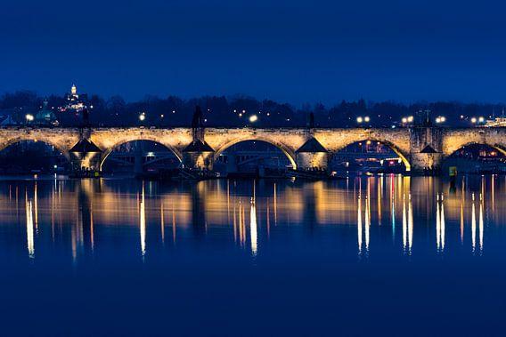 Karelsbrug in de nacht van Ronne Vinkx