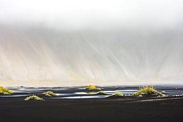 IJsland - Vestrahorn in de wolken von Henk Verheyen