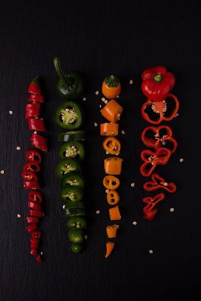 vier gekleurde pepers van Anita Visschers