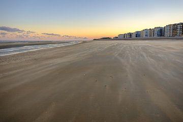 Strand van Koksijde tijdens ochtend van Johan Vanbockryck