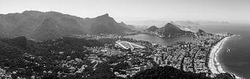 Rio de Janeiro Panorama (Schwarz-Weiß) von Merijn Geurts