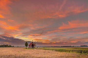 Kapelle im Getreidefeld von Andy Luberti