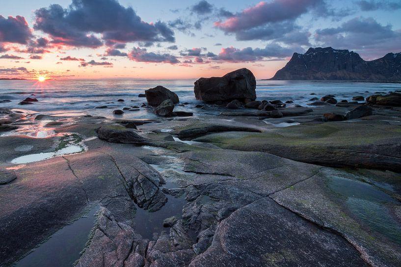Sunset at Utakleiv Beach (Lofoten) von Heidi Bol