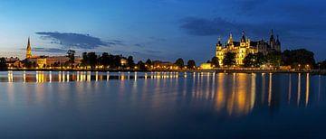 Panorama de Schwerin à l'heure bleue