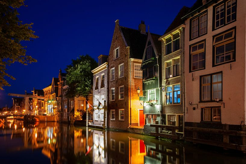 Middeleeuwse huizen aan de grachten in Alkmaar van Fotografiecor .nl