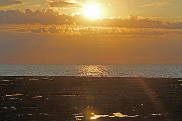 Zonsondergang in Normandië van Roy Mosterd