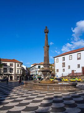 Blick auf einen Platz in Funchal auf der Insel Madeira von Rico Ködder