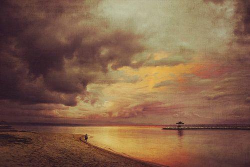 Walk Alone - Sanur Beach - Bali - Indonesia van
