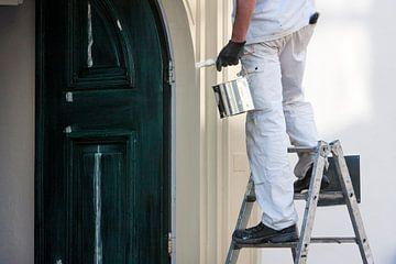 Close-up van een professionele huisschilder van Peter de Kievith Fotografie