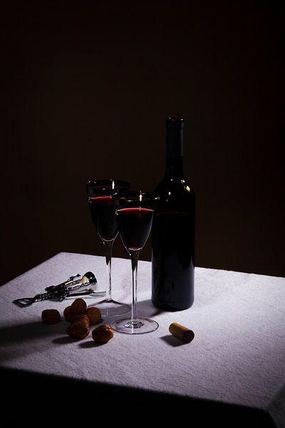 Stilleven met rode wijn en twee glazen van Rudy Rosman