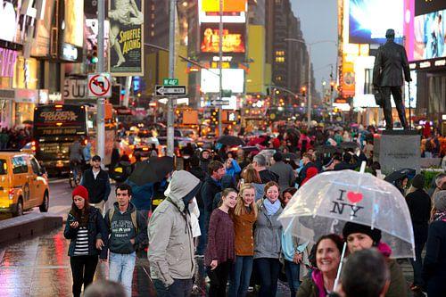 Times Square in New York op een regenachtige avond