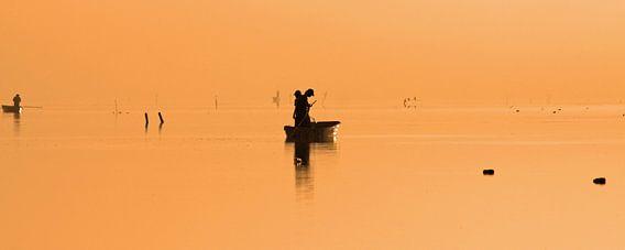 Boot bij zonsopkomst van Antwan Janssen