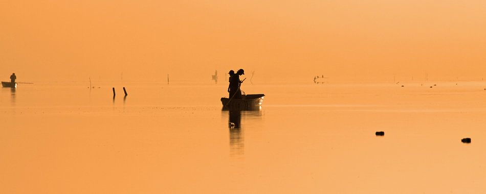 Boot bij zonsopkomst