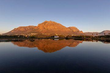 La montagne dans le miroir près de Cape Town sur Dennis Eckert