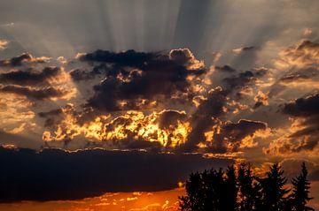 Zon achter de wolken van
