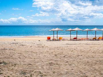Sonnenschirme in Griechenland von Charlotte Dirkse