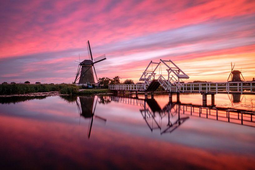 Fire in the sky Kinderdijk van Mario Visser