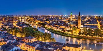 Skyline von der Stadt Verona in Italien am Abend von Voss Fine Art Fotografie