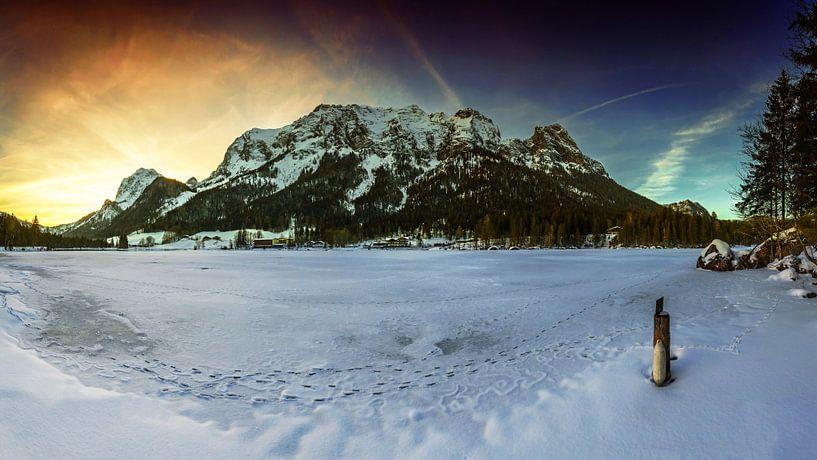 Hintersee mit Gebirge von Frank Herrmann