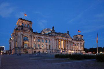 Berlijn Reichstag gebouw in de schemering van Torsten Krüger