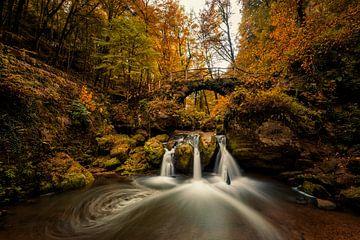 Autumn colors at Schiessentumpel Waterfalls von Bert Beckers