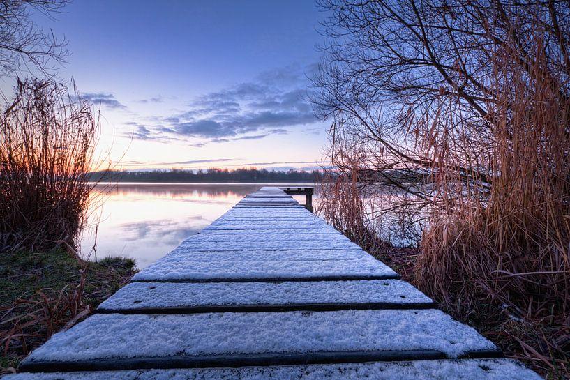 Jetée dans le lac gelé sur Frenk Volt