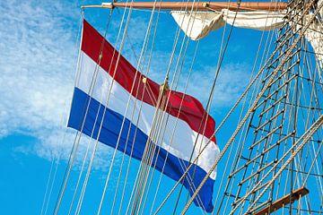 Nederlandse vlag op Tall Ship van Jan Brons