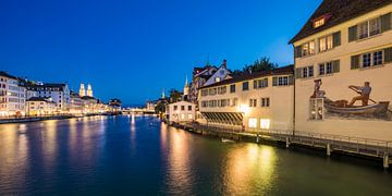 Vieille ville avec Limmatquai et Schipfe à Zurich la nuit sur Werner Dieterich