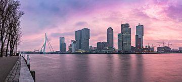Zonsopkomst aan de Veerhaven Rotterdam von Midi010 Fotografie
