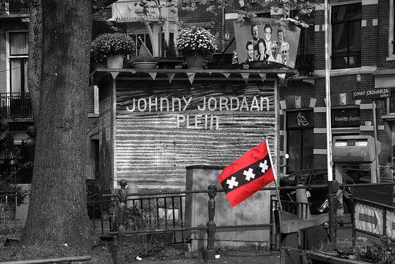 Vlag van Amsterdam bij het Johnny Jordaanplein in Amsterdam