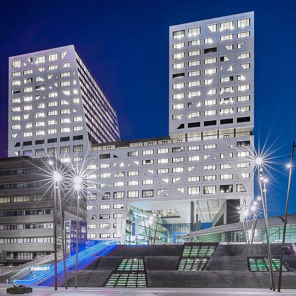Stadskantoor Utrecht in het blauwe uur von John Verbruggen