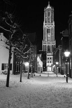 Utrecht met Domtoren vanaf Buurkerkhof in de winter von Erik de Geus