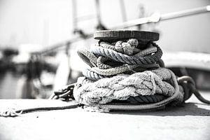 aan de touwen van