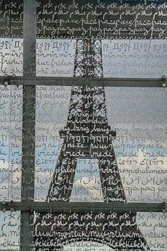 la paix en plusieurs langues sur le verre à paris sur Eric van Nieuwland