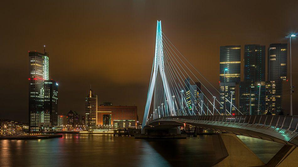 Erasmusbrug met De Rotterdam van Mark De Rooij
